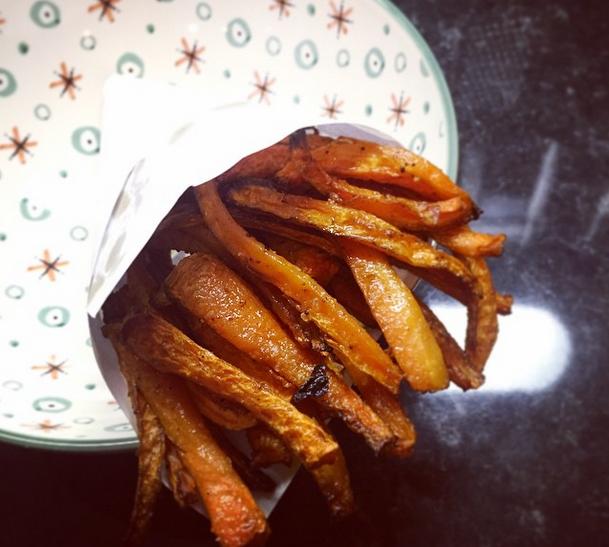 Frites de carottes marinées au four