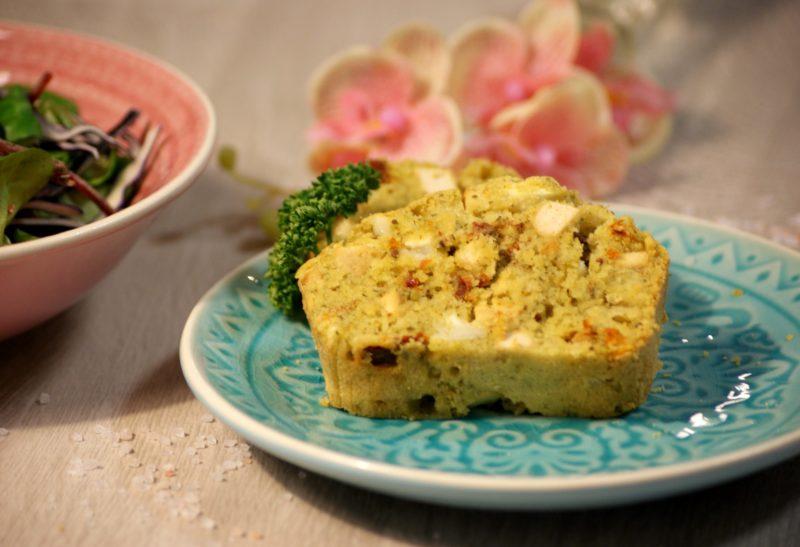 Cake veggie au tofu, tomates séchées et pesto