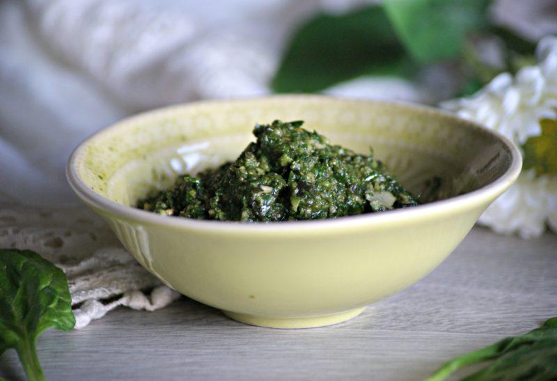 Pesto aux herbes, noix de cajou et graines de courge