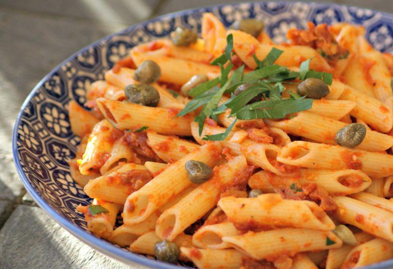 Pâtes sans gluten aux tomates séchées et câpres