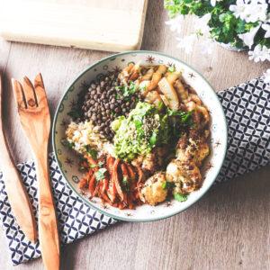 Buddha bowl aux légumes rôtis et lentilles vertes